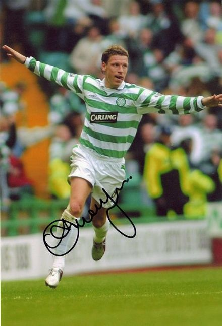 Alan Thompson, Glasgow Celtic, signed 12x8 inch photo.